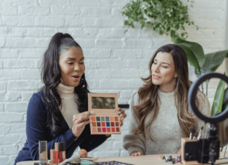 Social Media, Influencers, Unboxing Experience